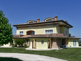 Cozy Farmhouse in Montefano with Swimming Pool