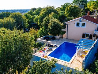 Lovely holiday home with private pool, home gym, traditional tavern, stone BBQ