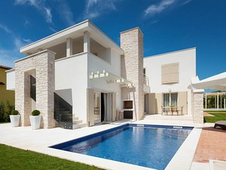 Luxurious Villa in Vabriga with Pool