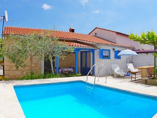 Holiday villa with private pool in authentic agricultural and fishing village Ra