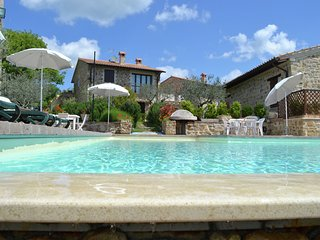 Charming country house between the hills, swimming pool with jacuzzi