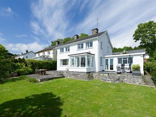 Detached holiday home with large private garden in Llanebedrog, within walking d