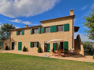 Luxorious Cottage with Swimming Pool in Montelabbate
