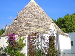 Cozy Cottage in Alberobello with Private Garden