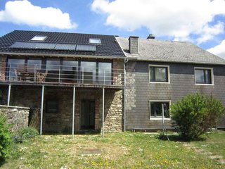 Sunny holiday home in a quiet village in the heart of the High Fens-Eifel park