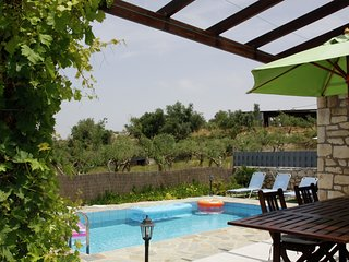 Peaceful Villa in Loutra Crete with Swimming Pool