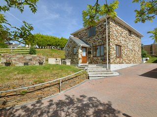 Comfortable, bright holiday home with private garden in the south of Cornwall