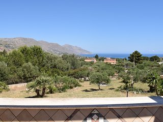 Detached villa located in a residential area a few kilometers from the sea.
