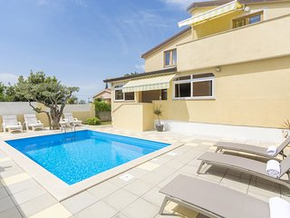 Apartment with roof terrace, shared pool and whirlpool,  near Porec
