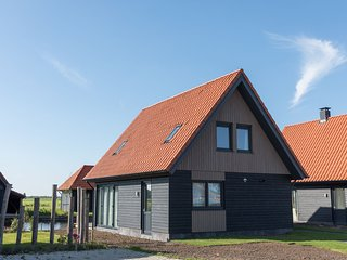 Luxious water villa with two bathrooms, at the Frisian Lakes