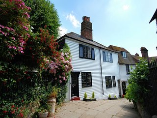 Holiday home in the heart of Hastings with wonderful, large open fireplace