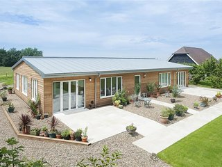 Beautiful, bright barn conversion with stunning views of natural surroundings, n