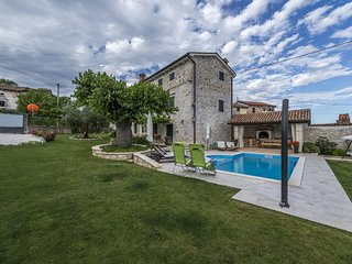 Spacious Villa in Dracevac with Swimming Pool
