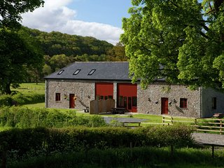 Luxurious holiday home in Wales with jacuzzi and nice surroundings