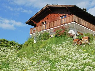 A detached chalet for 6 people with views of Veysonnaz.