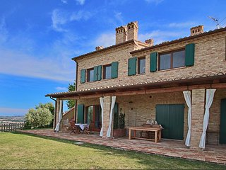 Country house with 4 apartments surrounded by green, private terrace and shared