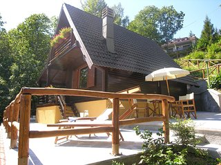Spacious Chalet in Cutigliano with Pool