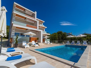 Elegant Villa in Dramalj with Swimming Pool