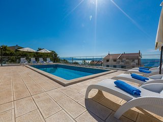 Lovely villa studio apartment with swimming pool  !