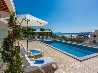 Fabulous Villa in Dramalj near Beach