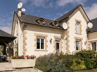 Magnificent holiday home with large garden close to Lac de Séchemailles.