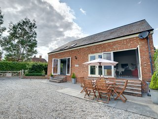 Surprisingly modern and spacious holiday home set in Horsmonden