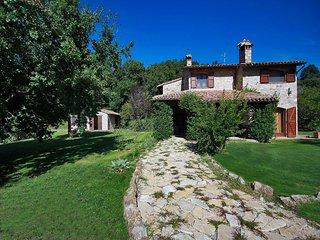 Classic Villa near Todi decorated with Rustic Furniture