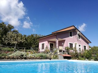 Independent house with private swimming pool inside the natural Park of the Etna
