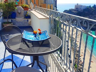 Apartment in Tropea at a 5 minutes walk from the sea with spectacular sea views.