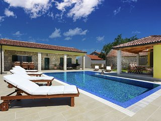 Magnificent Villa in Lovinac with Swimming Pool