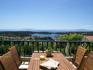 Beautiful apartment on Rab island with breathtaking views and beach 800 m.