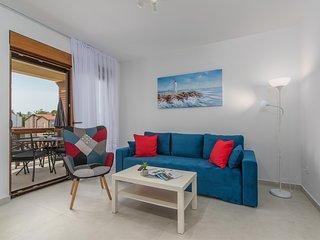 Apartment Hana IV with Balcony in Funtana