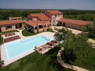 Luxurious villa on a large private estate, swimming pool, charming garden house