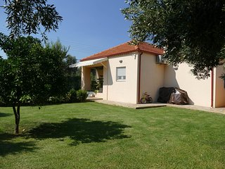 Home with small pool, 37 km from Athens, easily accessible by public transport
