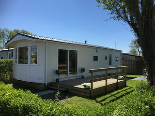 Carefully furnished chalet with microwave, at the Wadden Sea