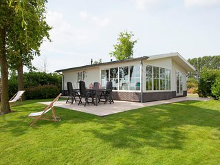 Detached, light chalet with dishwasher not far from Hoorn