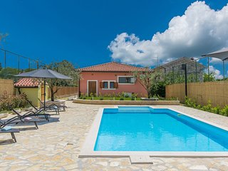 Villa for up to 10 persons with private pool, summer kitchen and jacuzzi