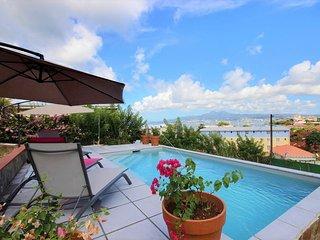 Raie Manta : Haut de villa 3 chambres face a la mer, plage a 250m, piscine