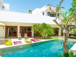 4 BR Orchid Paradise Bukit Villa | Rooftop Family Home Rentals in Uluwatu Bali