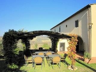 Cozy apartment in a farmhouse with swimming pool, in the Chianti area