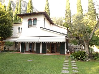 Exclusive villa dipped in a wide private park, big pool, on the Garda Lake