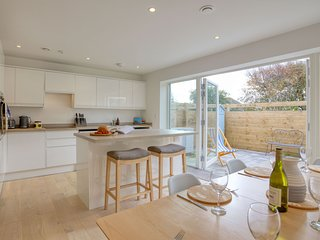 Kerenza - A beautifully designed family friendly eco home close to all of Newqua