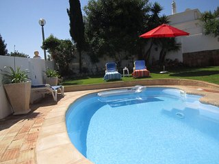 Private Character Villa, Heated Pool,Garden, Peaceful Location sleeps 4