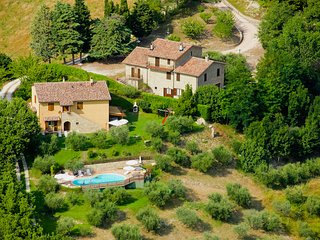 Charming Tradition Farmhouse Apartments In Umbria