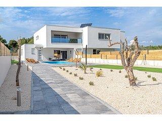 Cozy Villa in Vodice with Private Swimming Pool