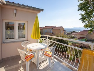 Spacious house apartment with private terrace and sea view  !