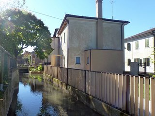 Modern accommodation, just renovated, private garden, free wifi, near Treviso