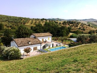 Country house with private pool in the hills of Abruzzo.