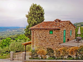 Dwelling in renovated barn near the birthplace of Michelangelo.