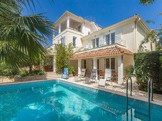 Gorgeous Villa in Premantura with Private Swimming Pool